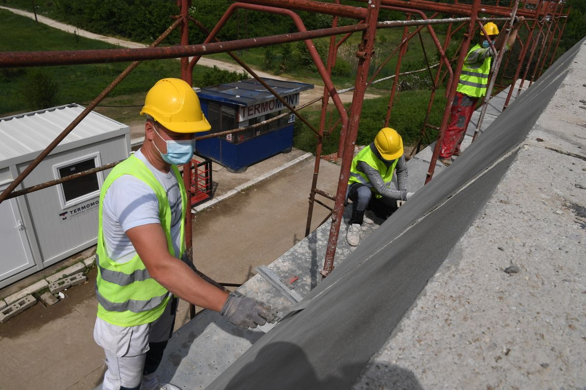 Председник Вучић обишао радове на реконструкцији Здравственог центра Прокупље