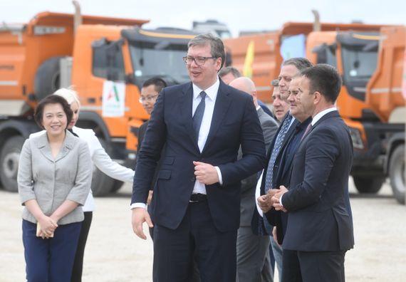 Председник Вучић обишао почетак радова на изградњи саобраћајнице Лајковац - Иверак
