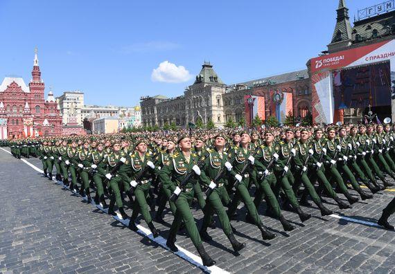 Председник Вучић присуствовао Војној паради у Москви