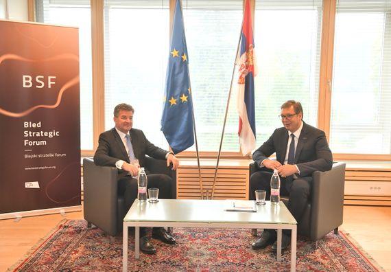 Председник Вучић састао се са специјалним изаслаником ЕУ за дијалог Београда и Приштине Мирославом Лајчаком