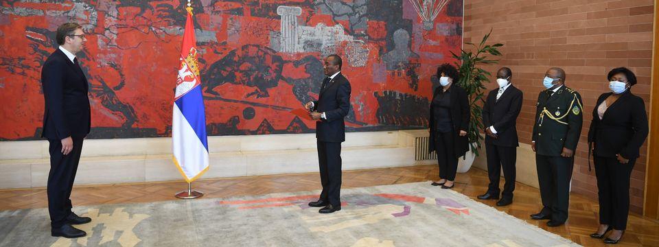 Председник Вучић примио акредитивна писма новоименованог амбасадора Републике Ангола