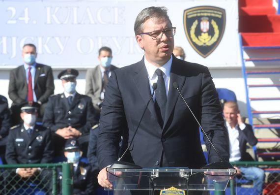 Председник Вучић присуствовao свечаној промоцији 23. и 24. класе полазника Центра за основну полицијску обуку