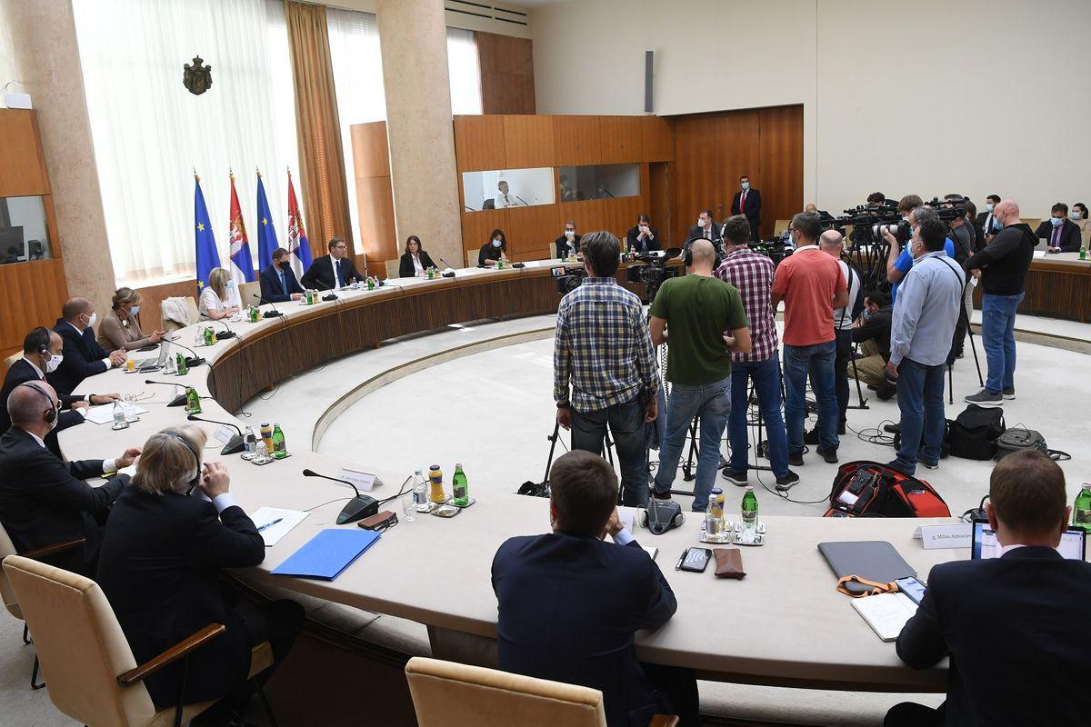 Председник Вучић присуствовао састанку са представницима Националног конвента о Европској унији