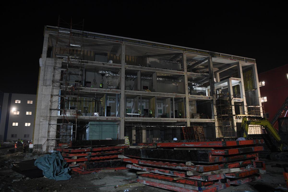 Председник Вучић обишао раднике у трећој смени и радове на изградњи нове ковид болнице
