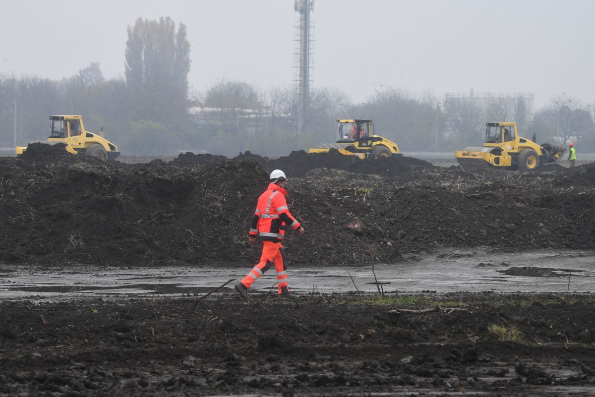 Predsednik Vučić prisustvovao postavljanju kamena temeljca za izgradnju intermodalnog terminala u Batajnici