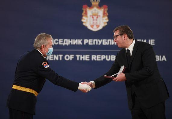 Predsednik Vučić uručio odlikovanja pripadnicima Ministarstva odbrane i Vojske Srbije povodom Dana državnosti