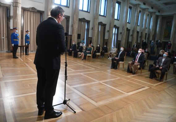 Predsednik Vučić uručio odlikovanja zaslužnim pojedincima, predstavnicima medija i institucijama