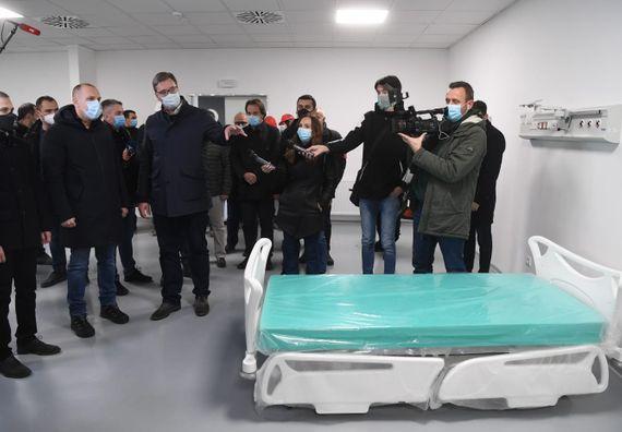 Председник Вучић обишао радове на изградњи нове ковид болнице