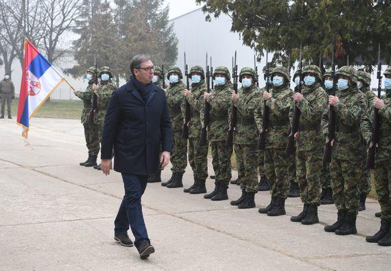 Председник Вучић присуствоваo приказу тенкова Т-72МС