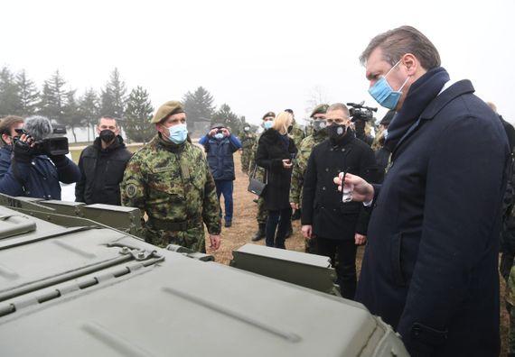 Predsednik Vučić prisustvovao prikazu tenkova T-72MS
