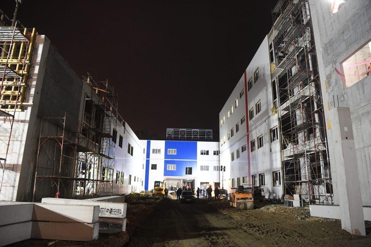 Преседник Вучић обишао завршне радове на изградњи нове Ковид болнице у Крушевцу