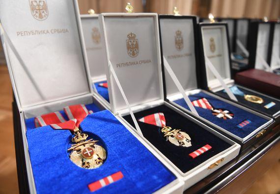 Уручена одликовања припадницима Војске Србије и породицама постхумно одликованих хероја