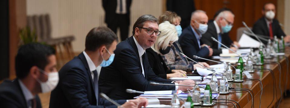 Председник Вучић састао се са министрима и директорима јавних предузећа