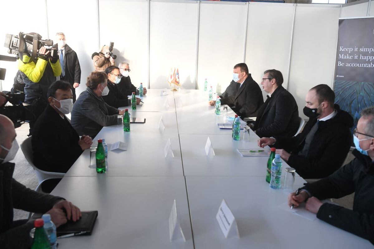 Председник Вучић у посети пољопривредном газдинству