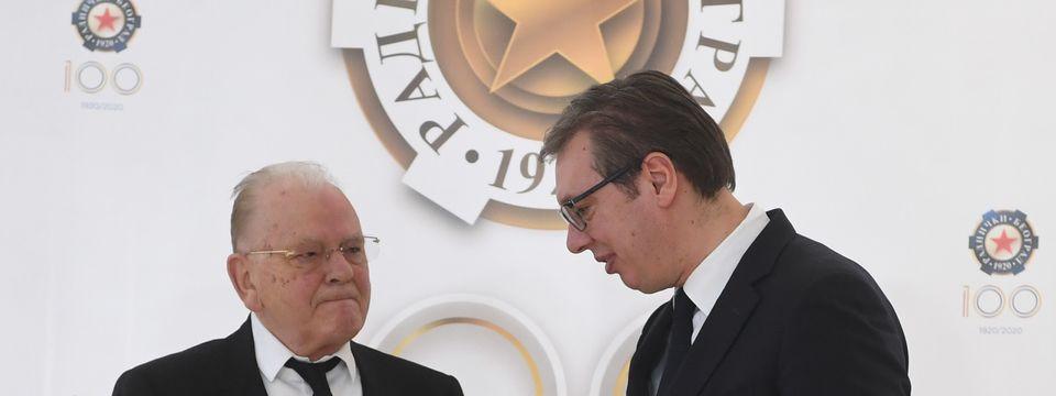 Председник Вучић присуствовао свечаној додели плакете за животно дело Душану Дуди Ивковићу