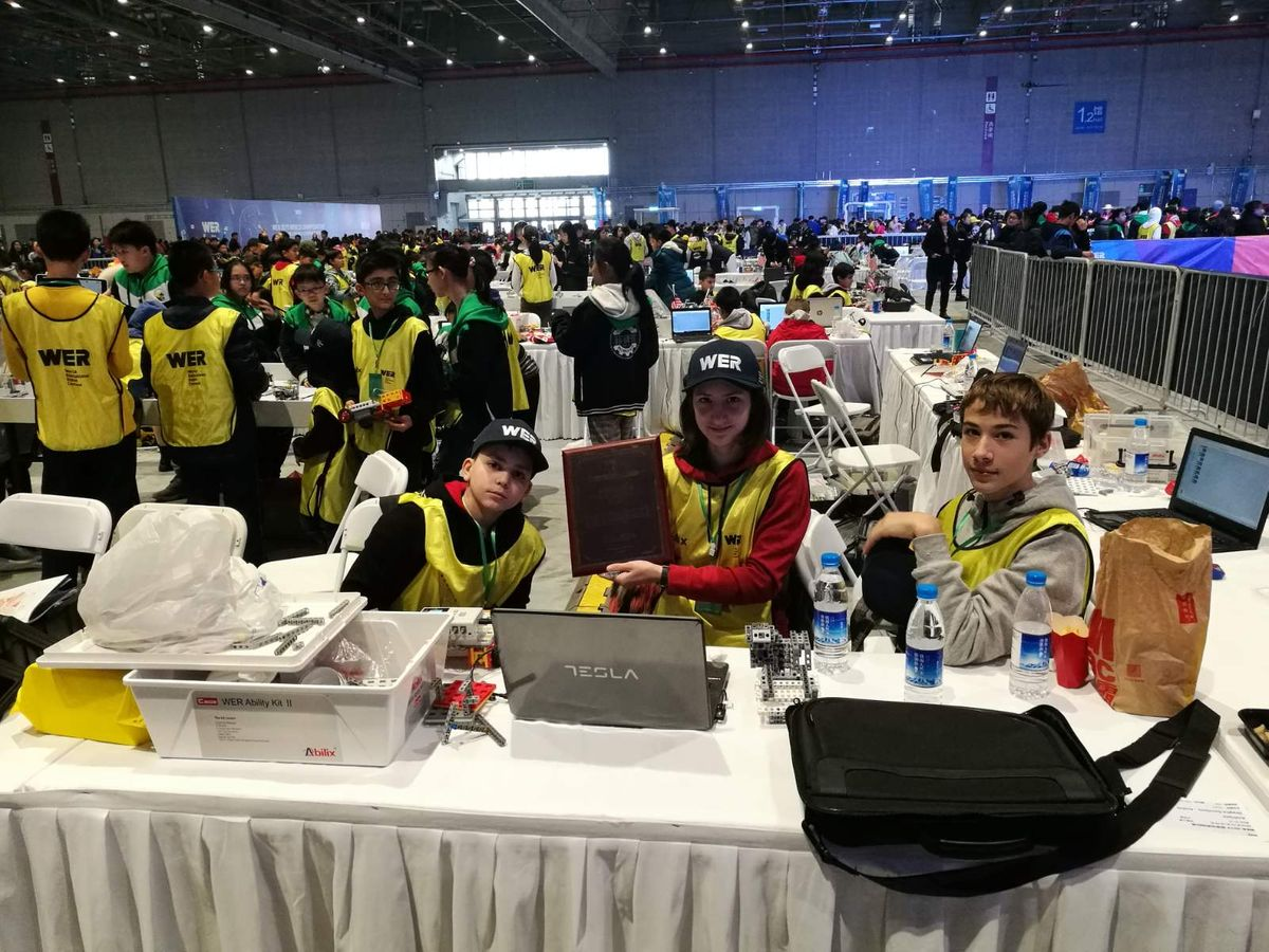 Млади ужички роботичари са светским одличјем