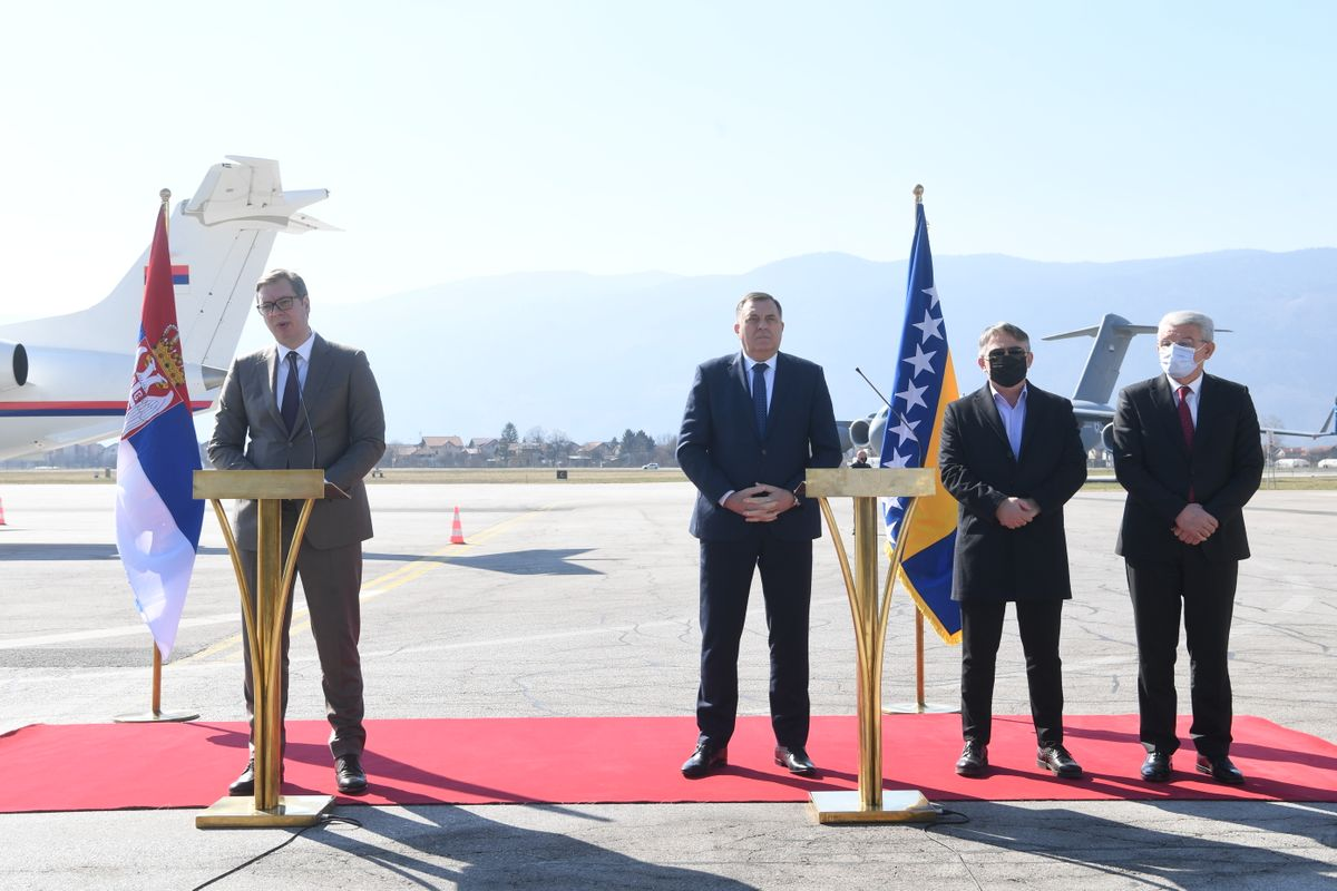 Председник Вучић уручио донацију вакцина председавајућем и члановима Председништва Босне и Херцеговине