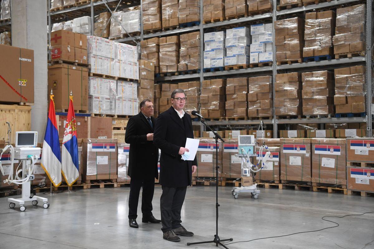 Председник Вучић уручио донацију председседавајућем Председништва Босне и Херцеговине