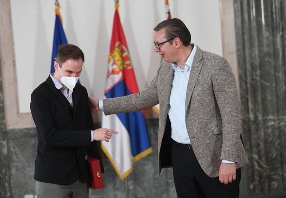 Predsednik Vučić uručio Orden Karađorđeve zvezde prvog stepena violinisti i muzičkom pedagogu Stefanu Milenkoviću