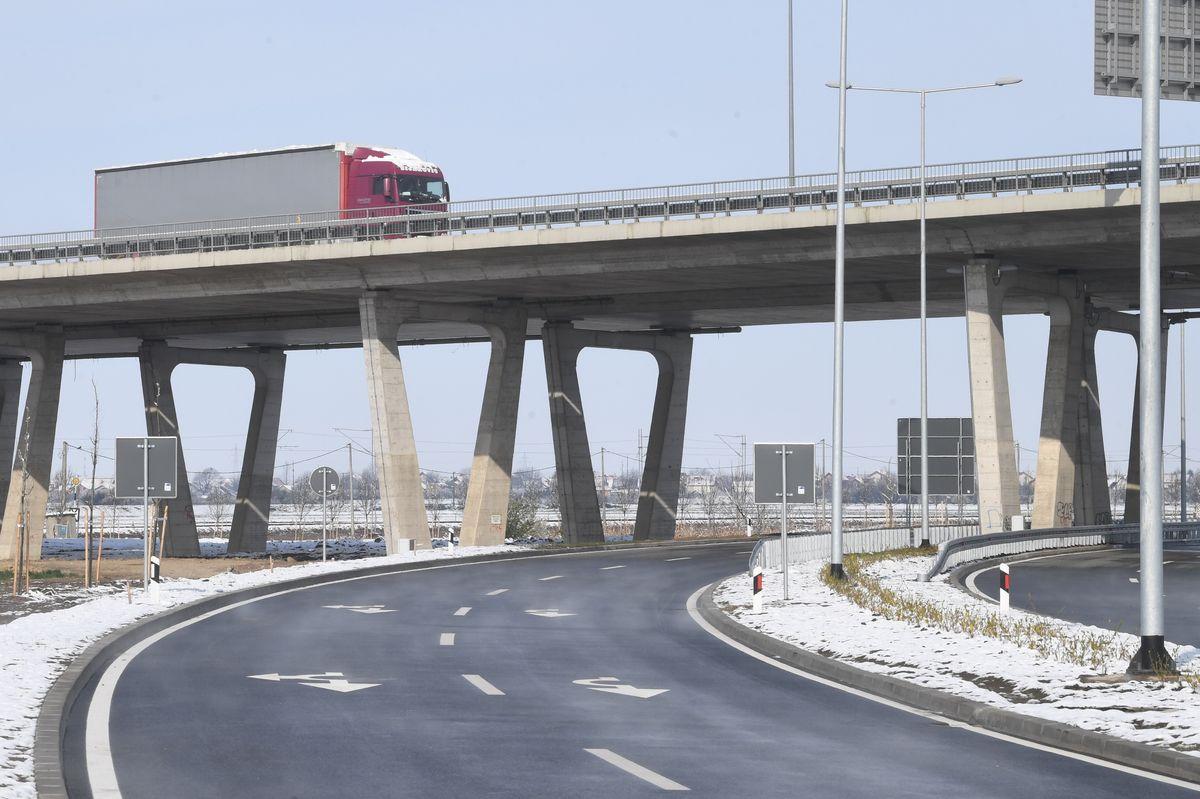 Predsednik Vučić prisustvovao otvaranju petlje Batajnica (autoput E75)