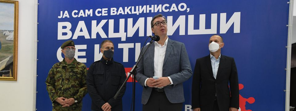 Predsednik Vučić obišao punkt za vakcinaciju pripadnika garnizona Beograd