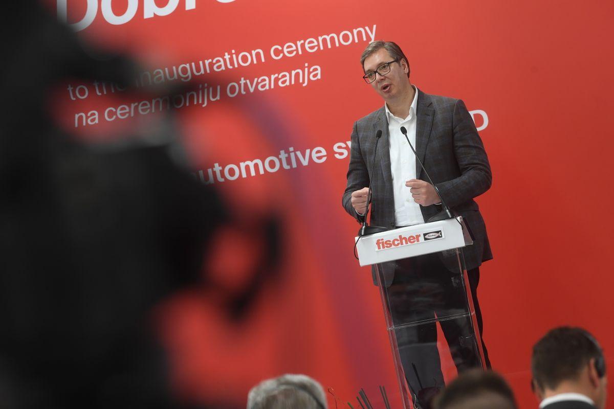 Председник Вучић присуствoвaо свечаном отварању фабрике