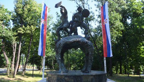 Председник Вучић положио венац на Споменик јунацима са Кошара