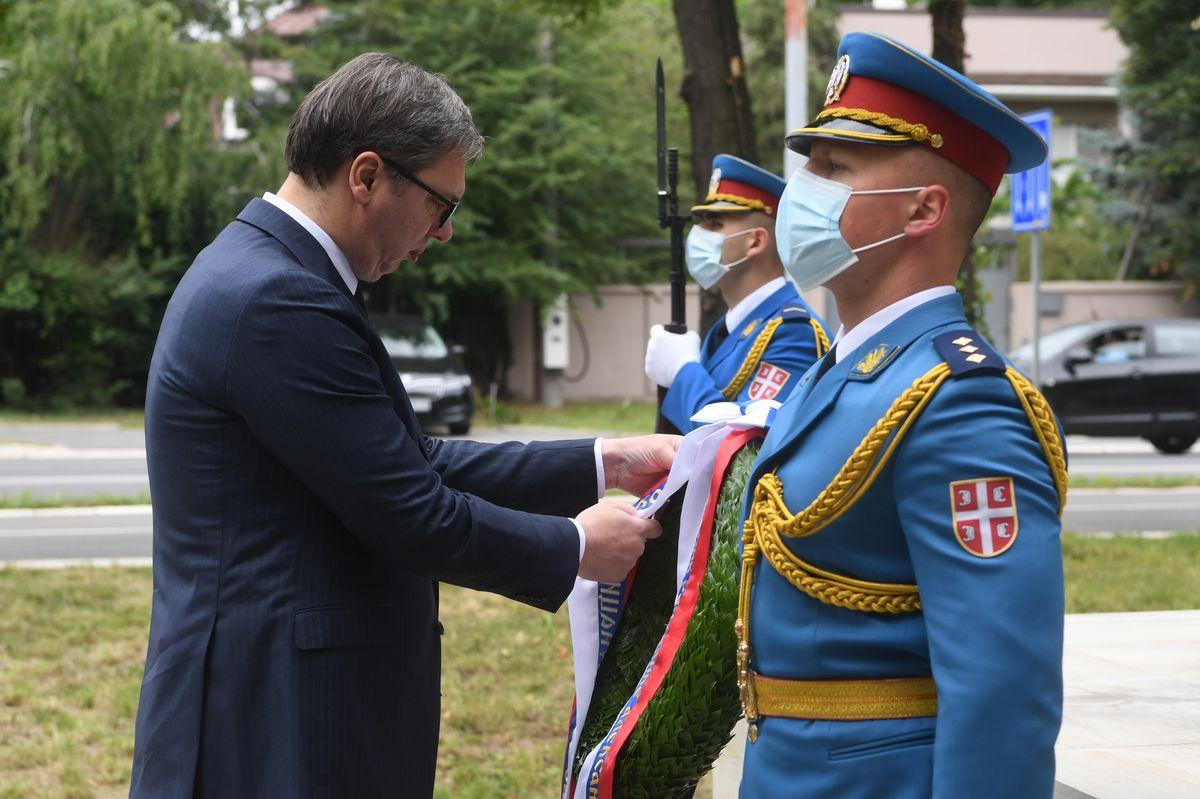 Predsednik Vučić položio venac na Spomenik junacima sa Košara