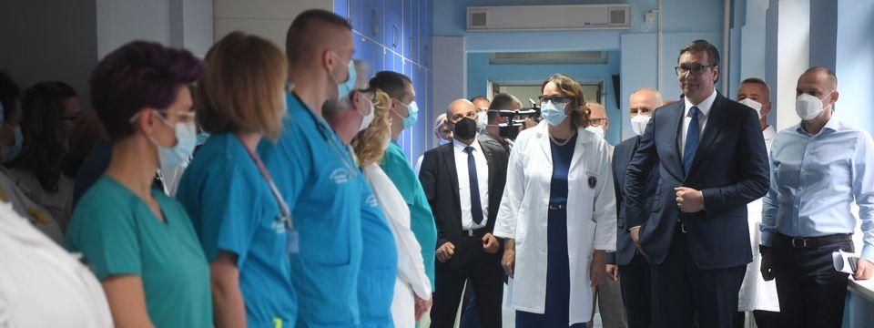 """Председник Вучић посетио Специјалну болницу за цереброваскуларне болести """"Свети Сава"""""""