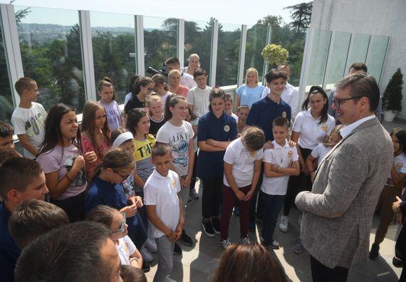 Председник Вучић угостио децу из региона