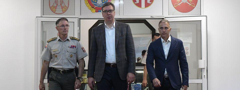 Председник Вучић састао се са представницима војног врха Републике Србије