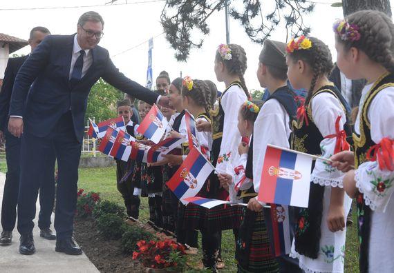 Председник Вучић посетио Крагујевац и општину Кнић