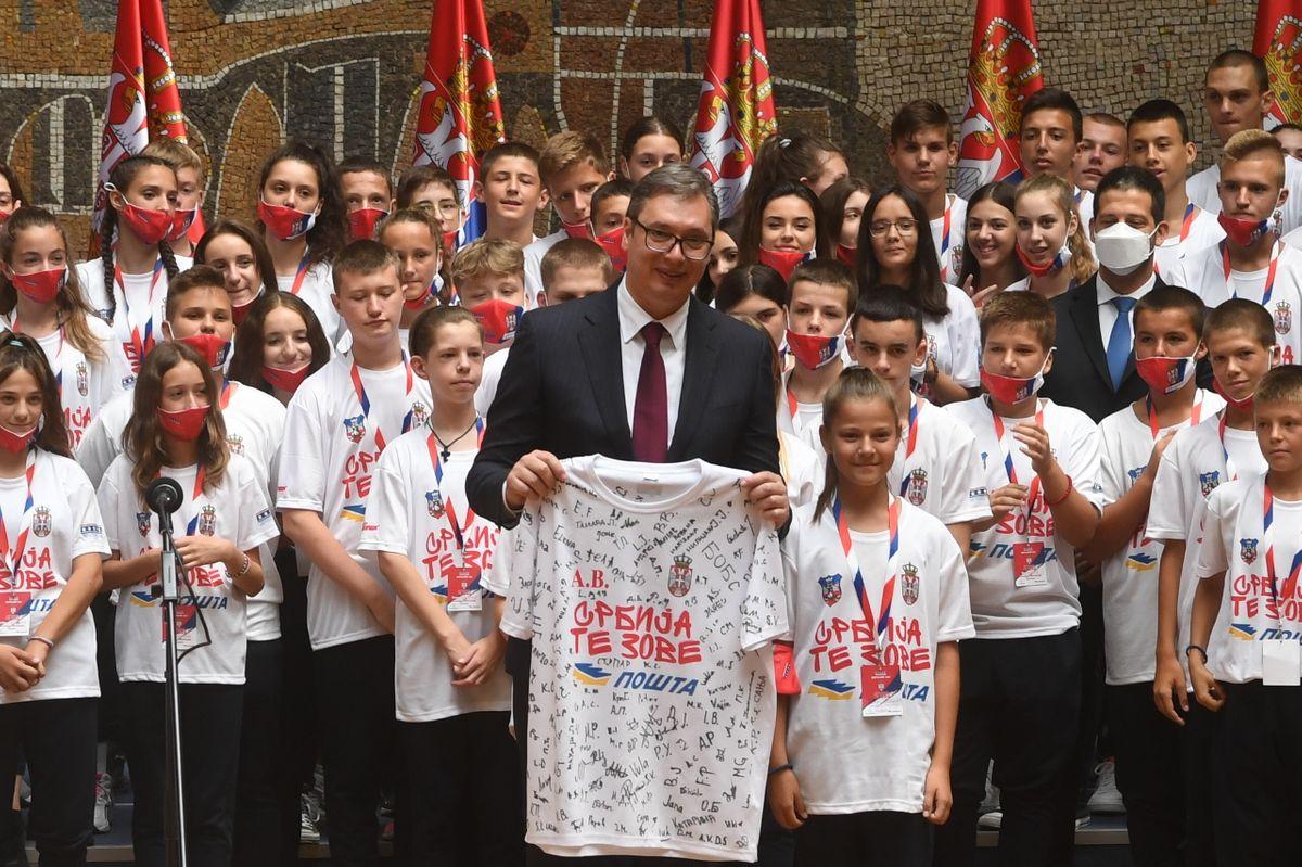 Predsednik Vučić sastao se sa mladim sportistima sa KiM, iz Republike Srpske i dijaspore