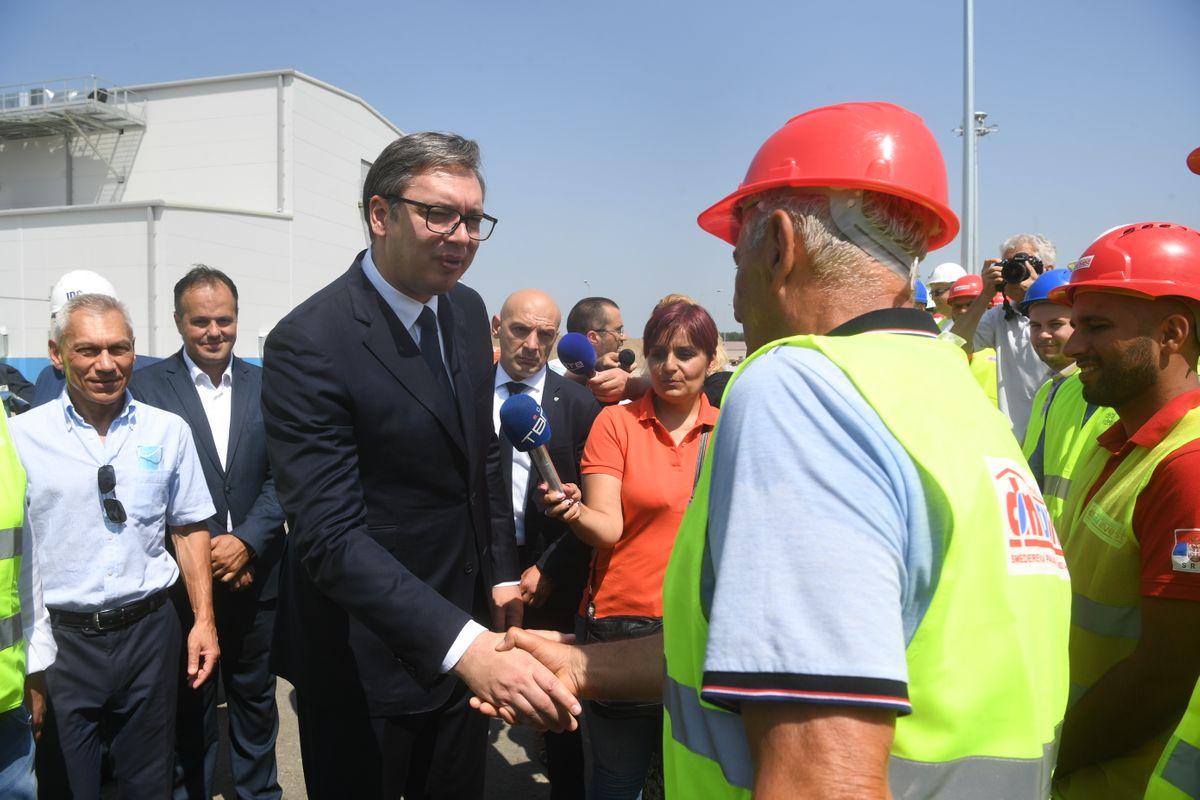 Председник Вучић обишао радове на изградњи компресорске станице Велика Плана