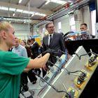 Predsednik Vučić obišao fabriku Teklas Automotive doo u Vladičinom Hanu