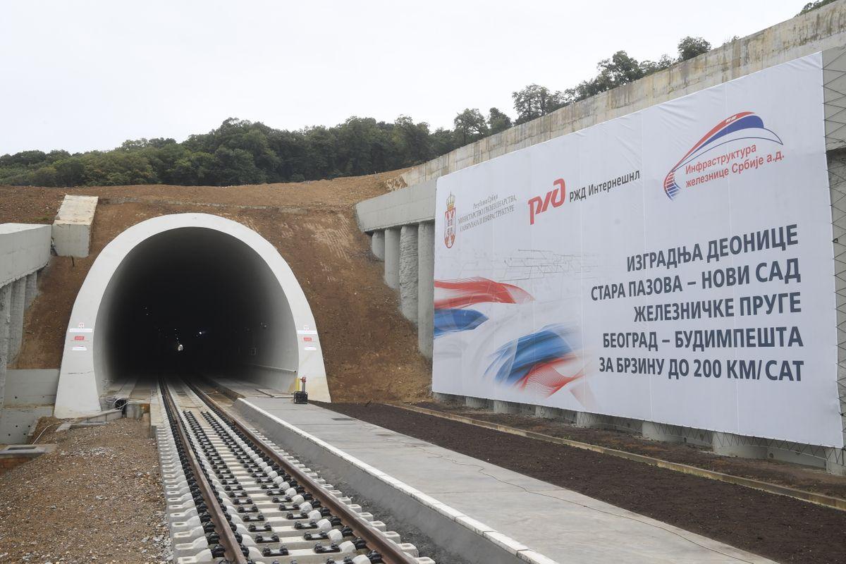 Predsednik Vučić prisustvovao ceremoniji spajanja železničkog koloseka na deonici Stara Pazova - Novi Sad