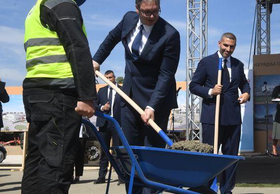Председник Вучићприсуствоваo церемонији полагања камена темељца за иградњу фабрике за производњу вакцина кинеске компаније