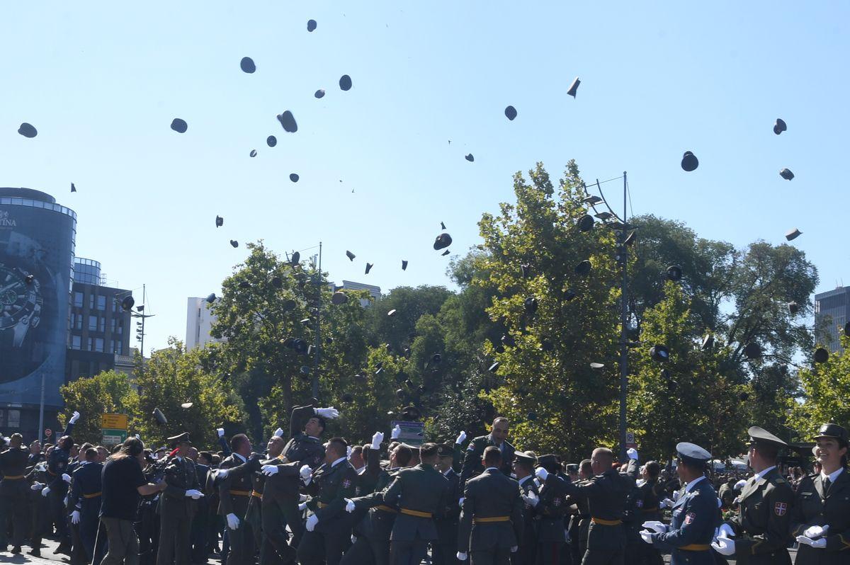 Predsednik Vučić prisustvovao svečanosti povodom promocije najmlađih oficira Vojske Srbije