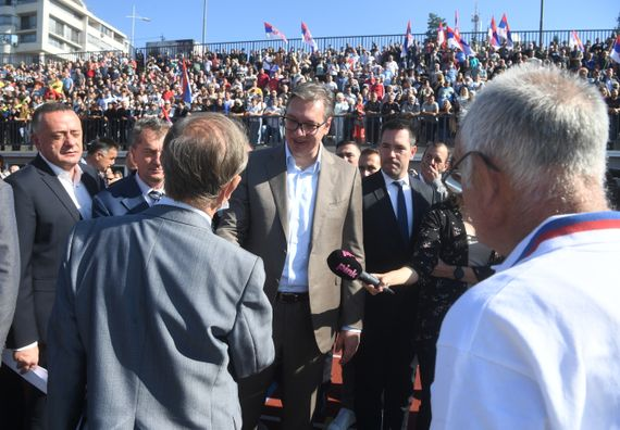 Predsednik Vučić obišao rekonstruisani Atletski stadion u Kraljevu