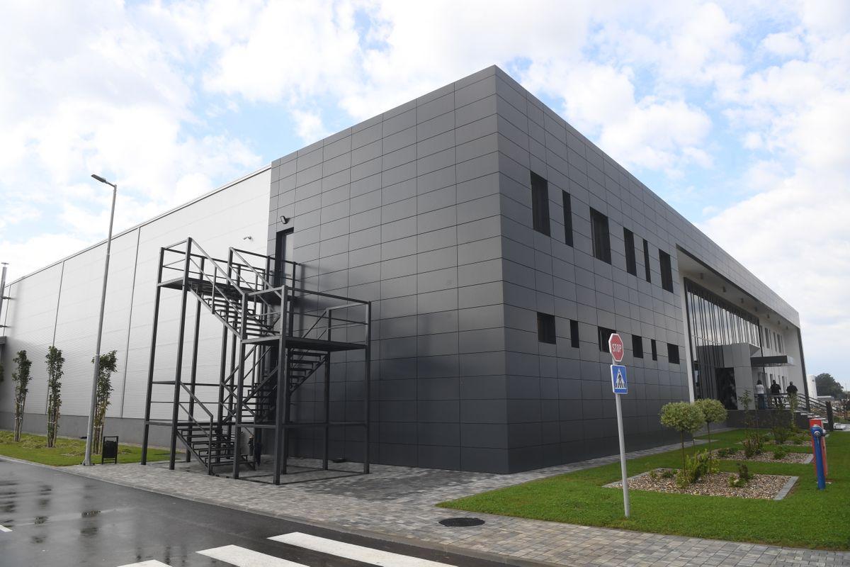 """Председник Вучић присуствовао свечаном отварању фабрике """"Regent Lighting"""