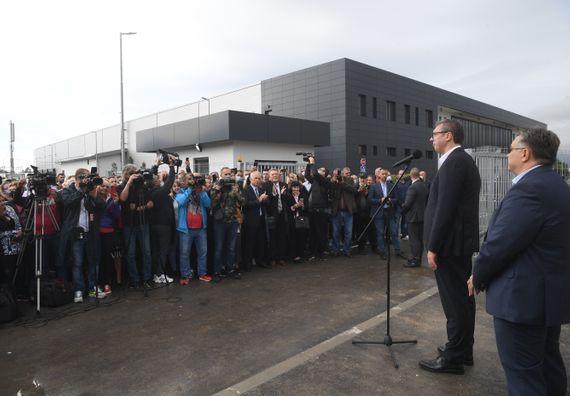 """Predsednik Vučić prisustvovao svečanom otvaranju fabrike """"Regent Lighting"""