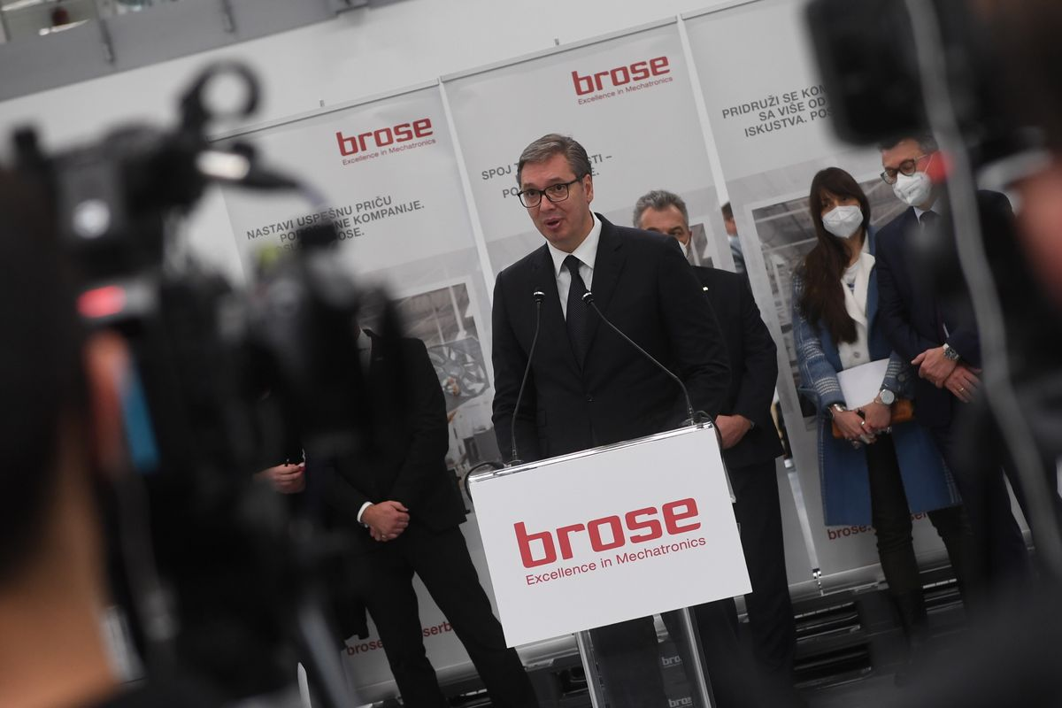 Predsednik Vučić obišao fabriku i razvojni centar kompanije