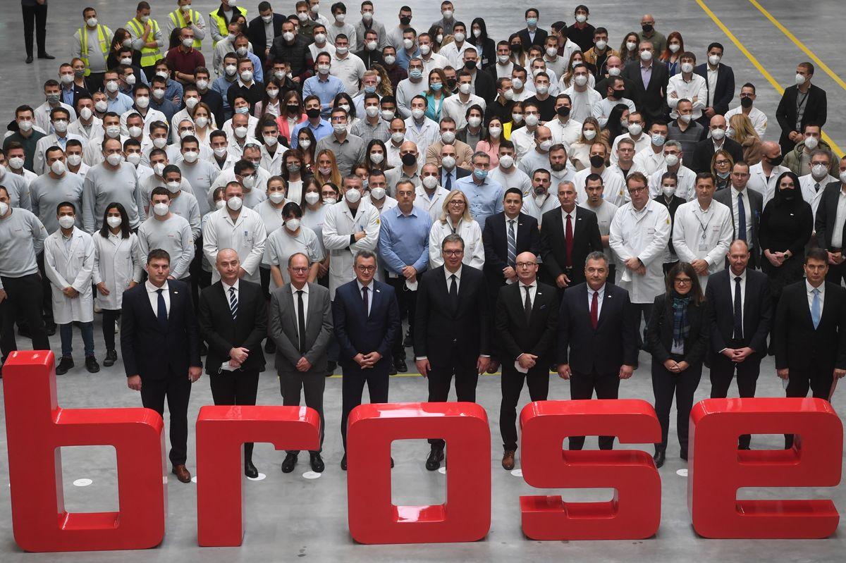 Председник Вучић обишао фабрику и развојни центар компаније
