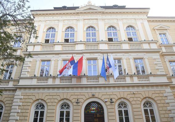 Председник Вучић обишао реконструисану зграду Земунске гимназије