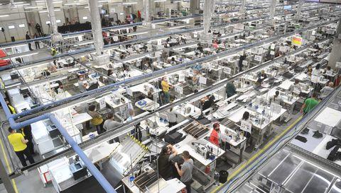 Председник Вучић присуствовао свечаном отварању фабрике Magna Seating огранак Алексинац.